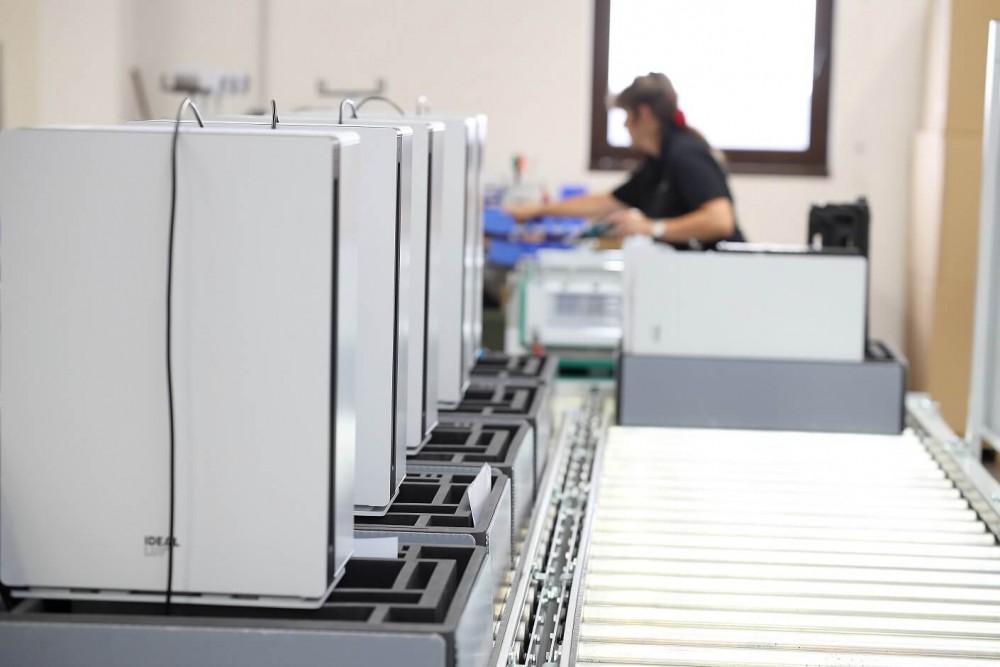 Oczyszczacz Ideal AP60 PRO w fabryce